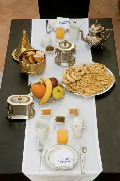 Petit déjeuner Marocain Servi sur la Terrasse